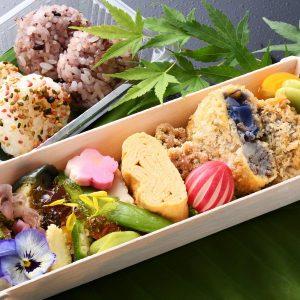 紫芋と和牛のコロッケが主役の「紫じゃが芋と和牛のコロッケ弁当」1000円(税込)。店頭販売のみ。