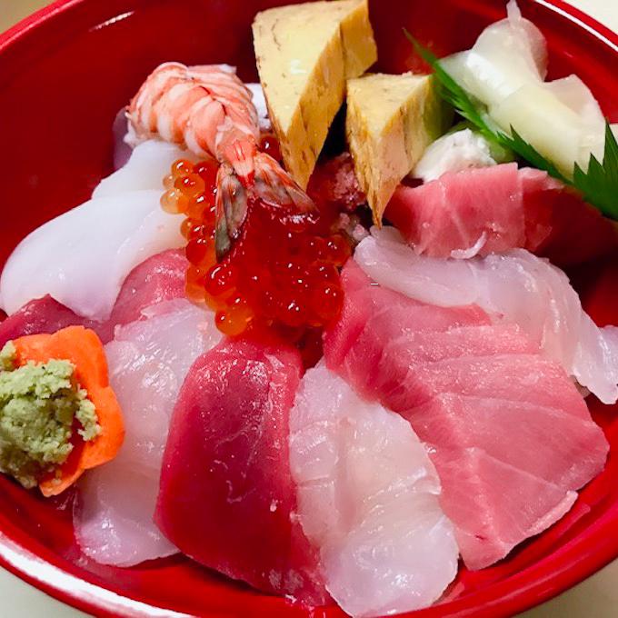 「海鮮丼」1800円。