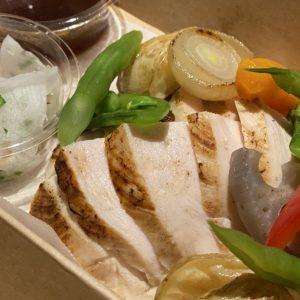 「国産鶏胸肉の低温ロースト」1000円。