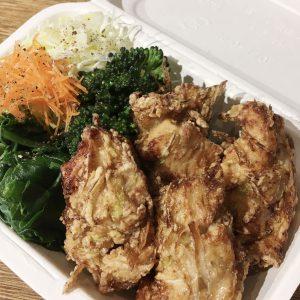 「鶏とネギのから揚げ弁当」900円(税込)。