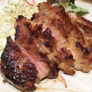 「豚肩ロースステーキ弁当」1,300円(税込)。