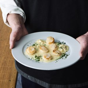 料理家さんたちが提案!ご当地おみやげのアレンジレシピ 「ホタテのソテーつやこブルーのソース」