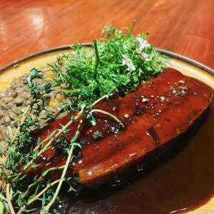 「豚バラ肉のプティサレ バルサミコソース ランティーユ添え」1,500円。