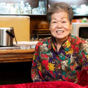 仕事の疲れを癒せる和やかな店に。スナック〈レジャード〉のマサ子ママが伝えたい、人との良い関係の作り方。
