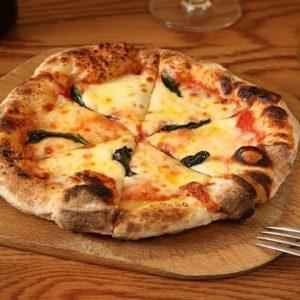 「Pizza マルゲリータ」700円。