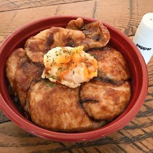 「三元豚ロース 甘辛豚丼」800円。