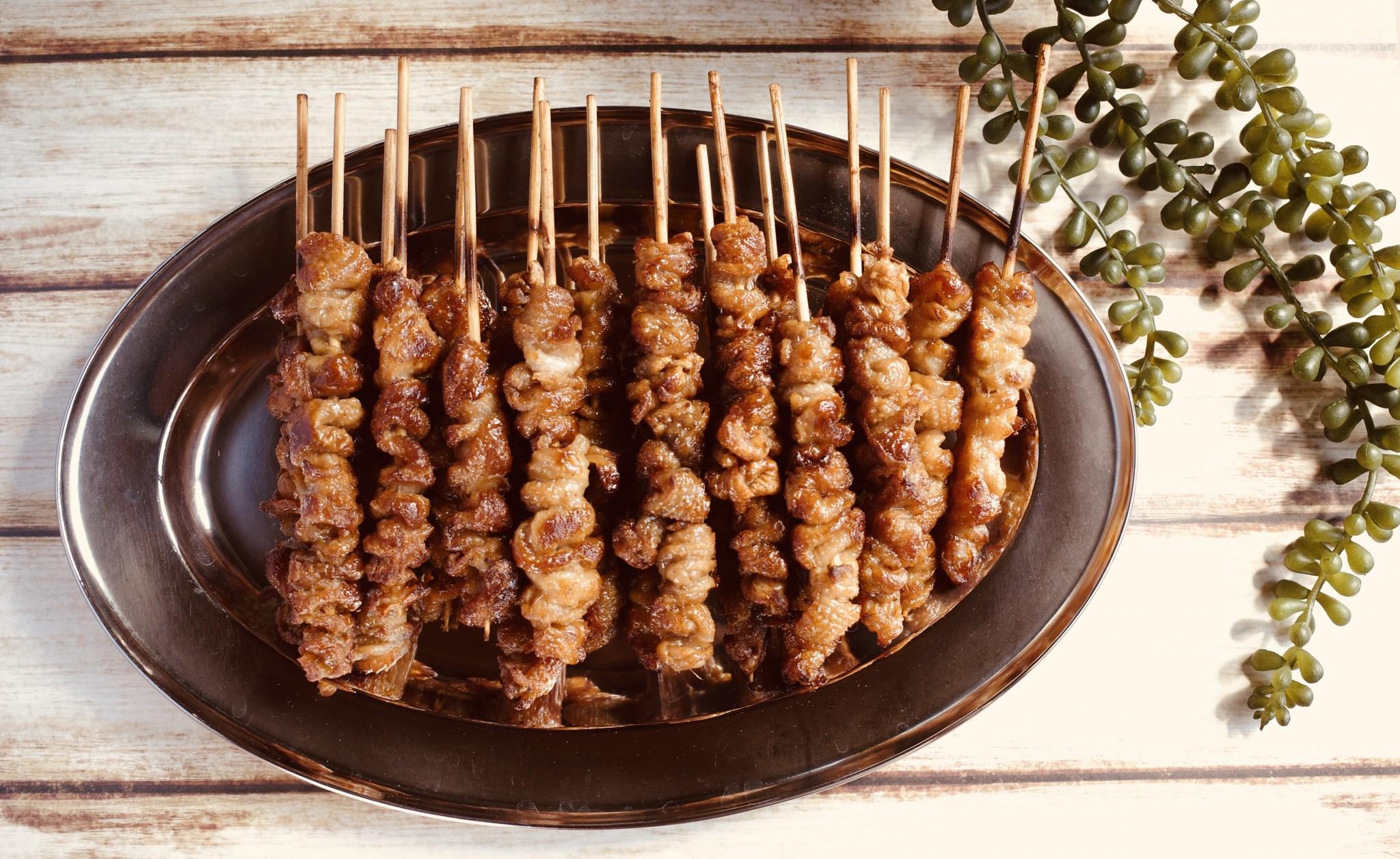 博多名物のカリカリ鶏皮。焼き鳥居酒屋〈竹乃屋〉の博多ぐるぐるとりかわをお取り寄せ。