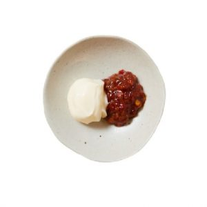 定食にプラスしたい自家製ピリ辛ピーマン味噌マヨ50円(各税込)が旨い。