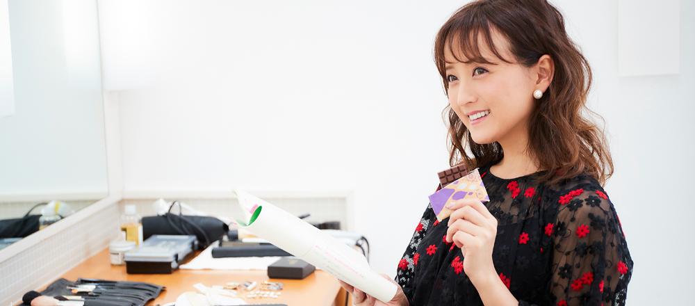 """わたし時間の""""おとも""""はチョコレート!/「仕事時間のおとも。」女優、モデル・小松彩夏さん"""