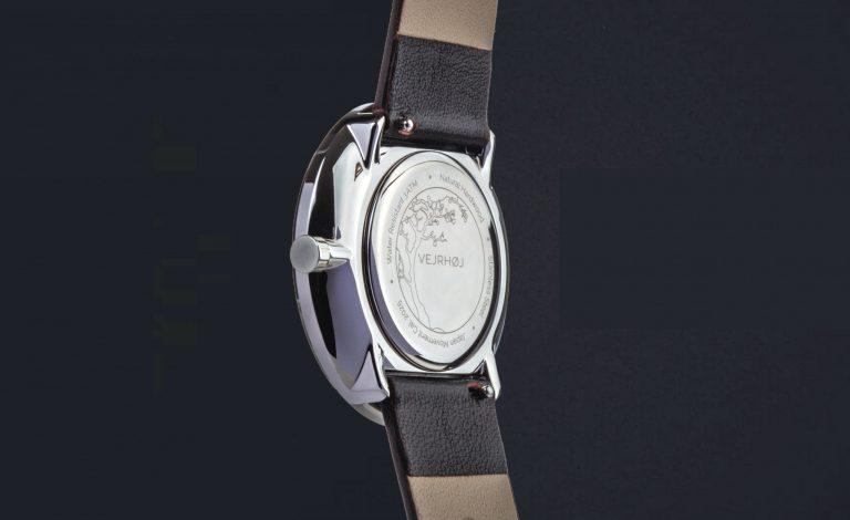 SAKURAモデル(時計の裏側)