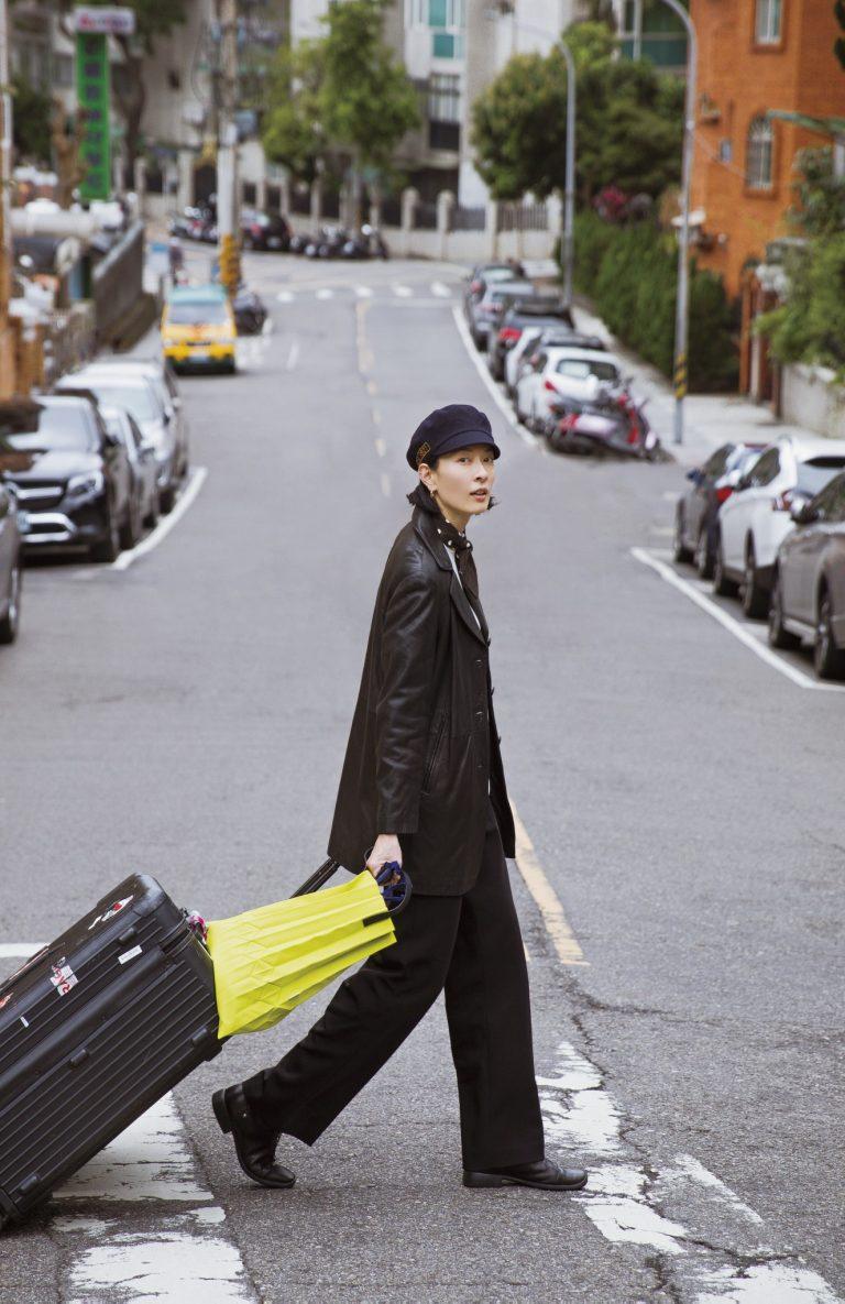 大きい荷物は2つ。台北の自宅から空港まではタクシーで。仕事でもプライベートでも、自転車と荷物を手早くパッキングします。