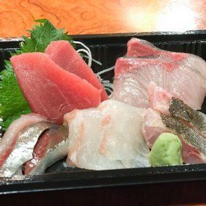 「地魚刺身5点盛り」1,500円~2,000円(値段はその日の魚により変動)。