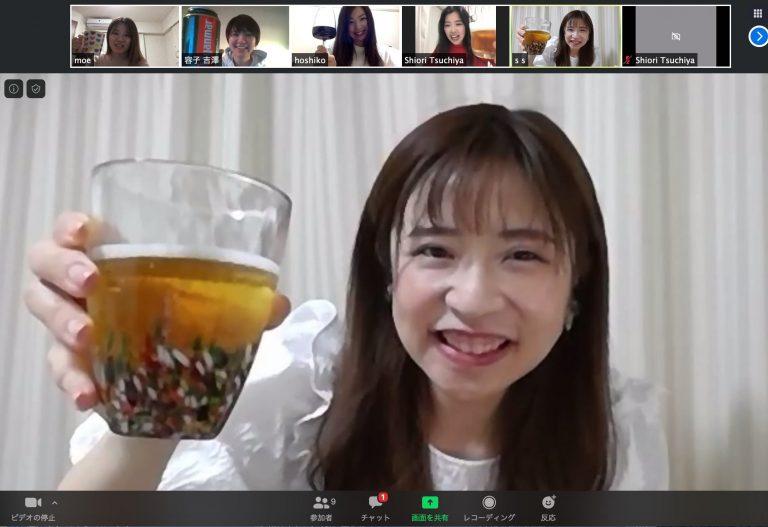グラス片手に乾杯〜!