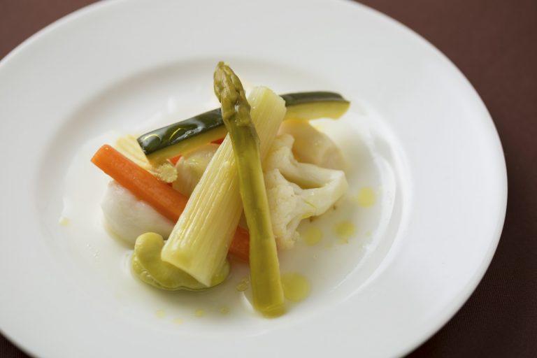 野菜のエチュべ。白ワインではなくマッシュルームのだしで作る優しい味わい。