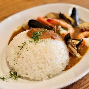 「#uni特製魚介たっぷりシーフードカレー」880円