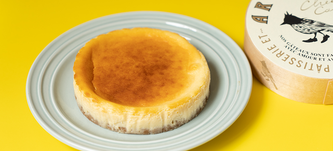 おうちで変化を感じる〈PATISSERIE ET…ARUKUTORI〉の「熟成チーズケーキ」。