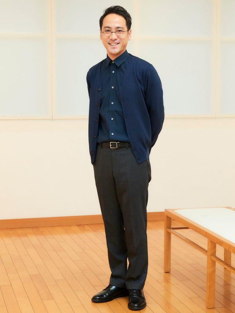 """濱田豊(はまだ・ゆたか)大学卒業後、10年間の商社勤務を経て〈藤屋画廊〉に入社。商社勤務で培った""""人をつなぐ""""経験を生かし、卓越した技量と繊細さを持つ日本の作家をはじめ、アジア圏の作家なども広く世に伝えるため日々励んでいる。"""