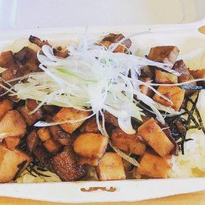 ご飯が食べたいときには「焼豚丼」500円(税込)がおすすめ。