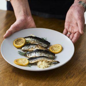 料理家さんたちが提案!ご当地おみやげのアレンジレシピ 「イワシと乳酸キャベツのレモンソテー」