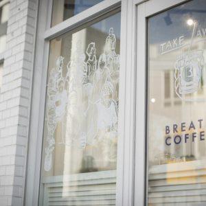 画家・嶋野ゴローが描いたお店の目印にもなっているオーバーグラスドローイング