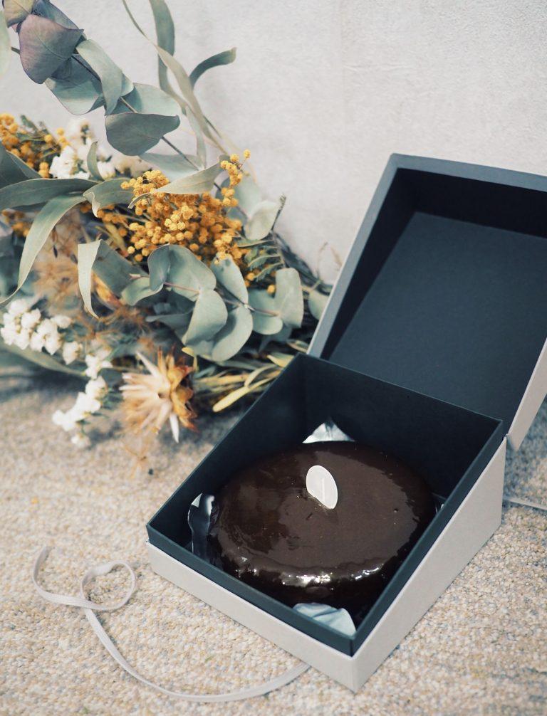 お取り寄せで楽しめるのは、オンラインストア限定冷凍配送の「テリーヌショコラオ・レ」2,916円。