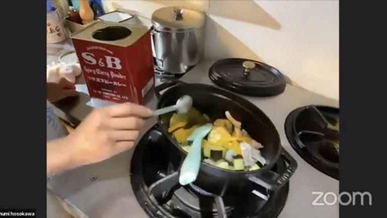 グリーンカレーペーストにカレー粉を入れて風味UP!