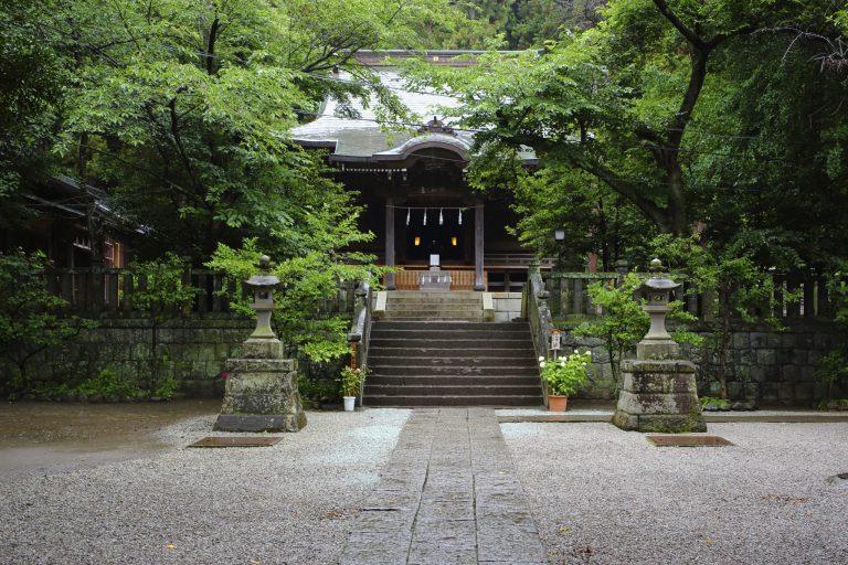 〈御霊神社〉/坂ノ下