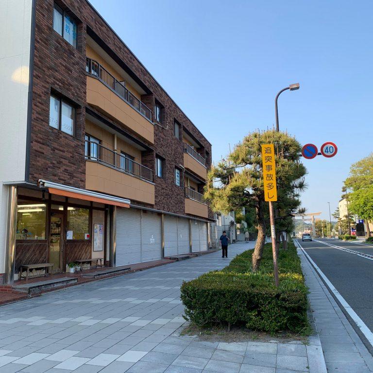 由緒ある通りに面したアトリエ。歴史的カルチャーのある鎌倉はオフィスとしても最適。