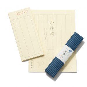 シンプルデザインが粋な便箋は、お世話になった人への手紙をしたためたい。小津撰封筒300円、小津撰便箋400円、松阪もめん柄筆箱(小)780円。