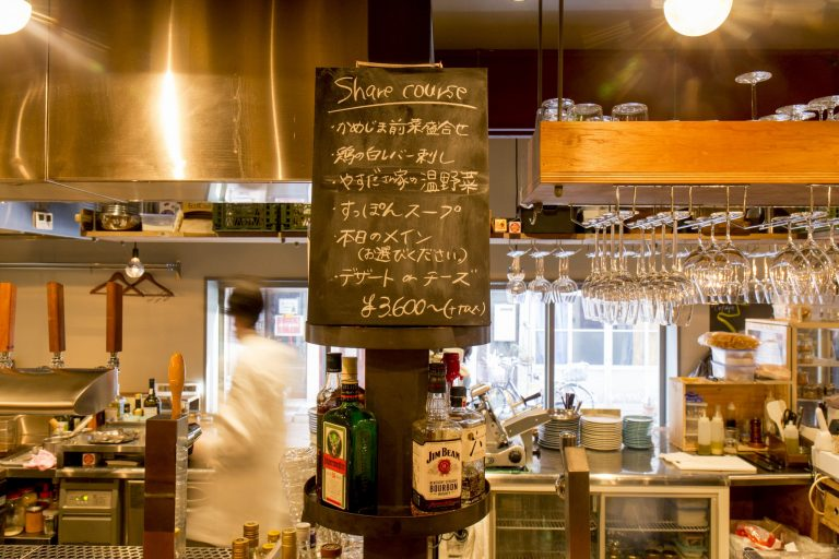 もともとフレンチのお店で腕をふるっていたシェフが作る料理もお店を訪れる理由。