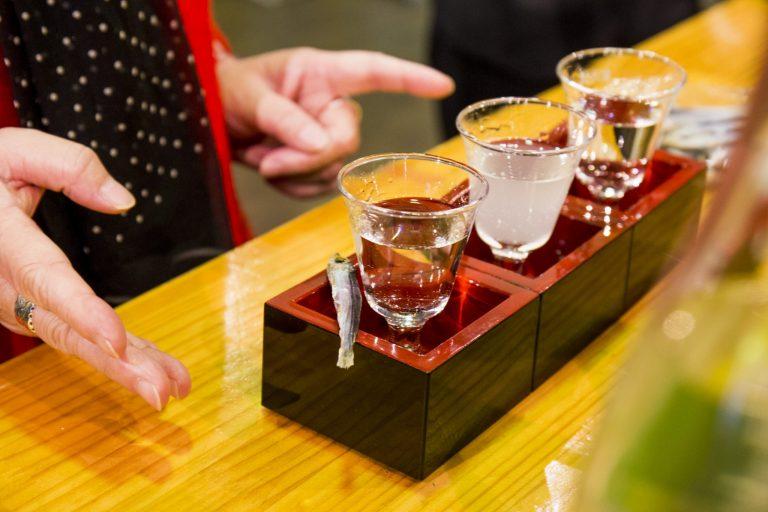 テーマに添った3種の地酒が、ワンコイン500円で試せる。