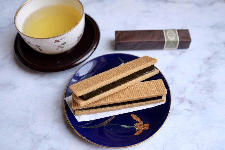 今回のコラボ商品「ザ・プレミアムビターキャラメルバー 抹茶 黒木 純監修」では、和を代表する食材・抹茶を使用。抹茶とキャラメル、両者の風味が生きるバランスを調整するため、キャラメルの焦がし具合とそれに合う抹茶の選定を繰り返し、宇治抹茶を使用するに至りました。  黒木氏は使用する抹茶だけでなく生クリームやバターといった食材も厳選。キャラメルとの相性、色味を考慮し選び抜いたと言います。