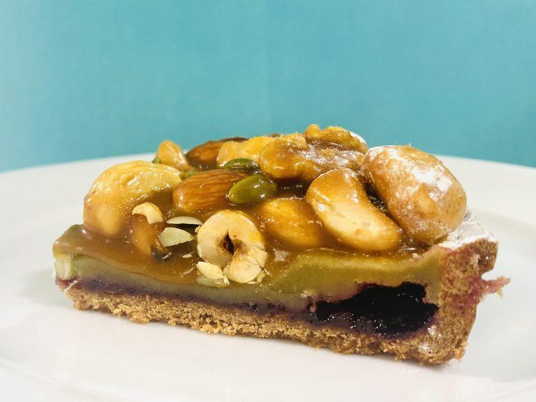 さらにタルト生地の上には自家製の木苺ジャムが!ジャムの甘酸っぱさはキャラメルの甘さとも相性抜群。甘いものが苦手な方でも食べやすいと思いますよ。