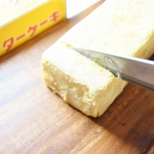 中は3段のスポンジケーキに、北海道日高産のバターを使用したバタークリームと、甘酸っぱい柚マーマレードがサンドされていました。  九州は柑橘類の産地。しっかりと佐賀らしさもプラスされています。  ほのかな柚の香りとバタークリームが、どこか懐かしい。