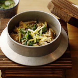「アサリの柚子バター釡飯」950円など、おでんダシで炊き上げる釡飯をシメに。