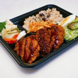 「こだわりの定食のお弁当」830円(税込)。