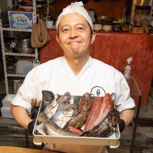 〈魚谷屋〉店主がオンラインで捌き方を指導。