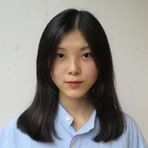 湿気の多い梅雨の時期、ヘアスタイリングに悩む人も多いのでは?Hanakoの読者コミュニティ「ハナコラボ」メンバーでヘアスタイリストのyukiさんが、同じくハナコラボメンバーでモデルの紅さんに、梅雨にぴったりな編み込みのツインテールを教えてくれました。簡単な仕込みや小技も必見!