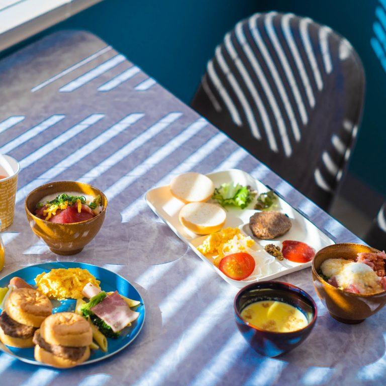 7:00〜10:30には、朝食をいただくことができます。沖縄ならではの料理も多く、なんと朝から泡盛も出ていましたよ。朝食のコンセプトは「わくわくリゾートキッチン」!