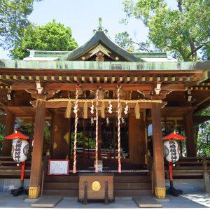 穏やかな佇まいの神殿。