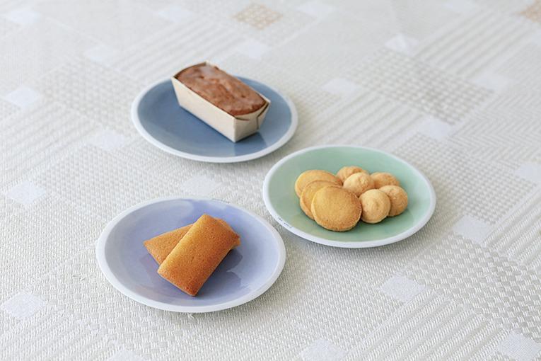 アーモンドの風味が楽しめるもっちりフィナンシェ風焼菓子210円(1個)や口どけのよいほろほろ手作りクッキー250円(4枚)など米粉の素朴さが生かされたスイーツは大人も子どもも大好きな味。プレミアムなこめ油を使用しているためしっとりした生地に仕上がる。