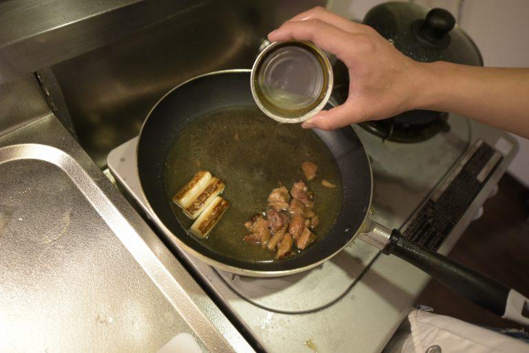 【POINT】缶詰すり切りで、このまま受け皿代わりに。