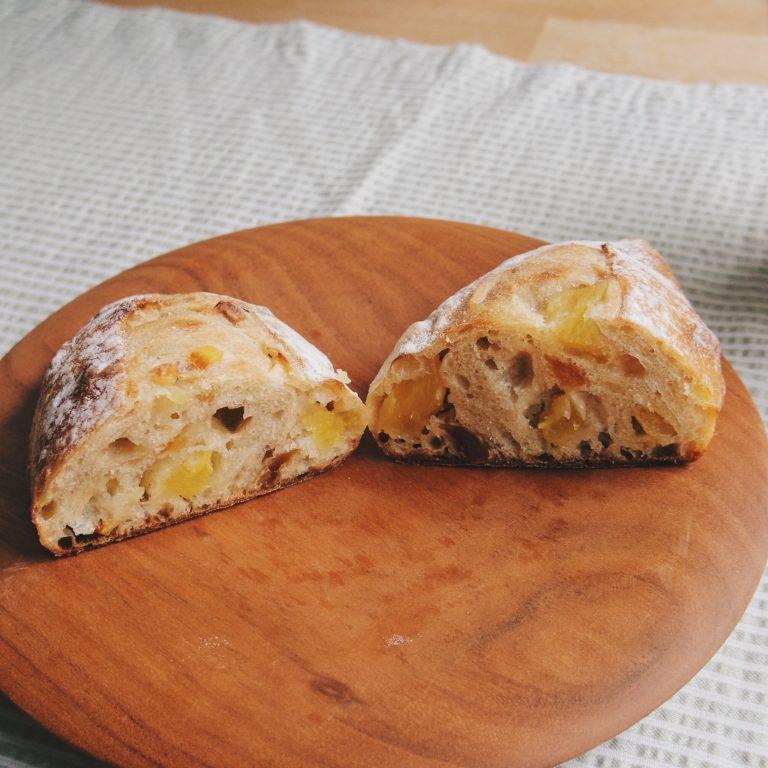 目にも鮮やかなパインがビビッドな果実味を届けます。