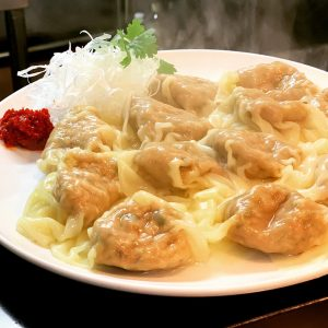 スープに入れても、そのままラー油などにつけて食べても◎「雲呑」8個1,000円。