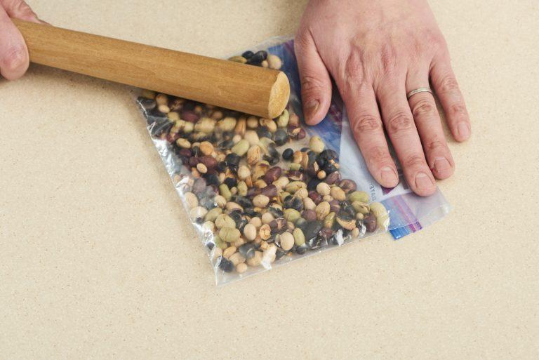 「素焼きミックス大豆のフルーツカナッペ」