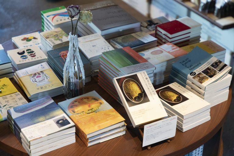 野村さんの著書や「seed club」のゲストの著書なども。