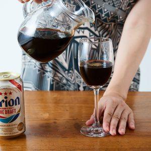 1.コーヒーをグラスの半分くらいまで注ぐ。