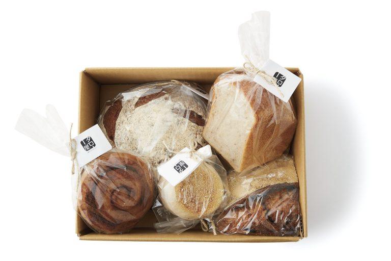 〈タロー屋〉の季節の酵母パンおまかせ便
