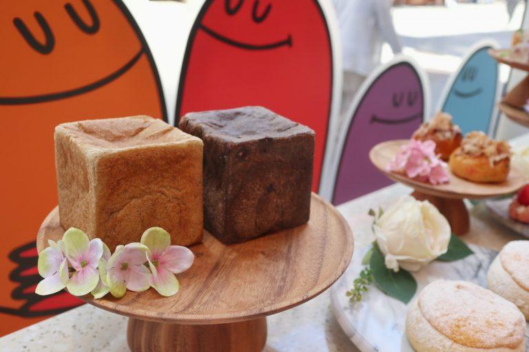 チョコレートくるみ食パン385円 、トリュフ食パン600円