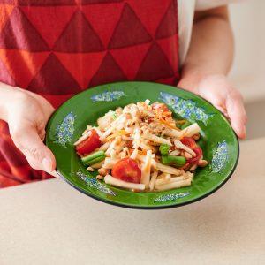 ぬか漬けがタイ料理に!ご当地名物のアレンジレシピ 「かぶとこんか漬けのソムタム・パラー」